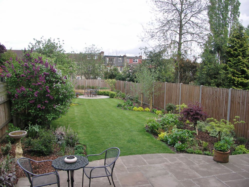 curved beds with leafy plants for a long season of interest - Garden Design Long Narrow Plot